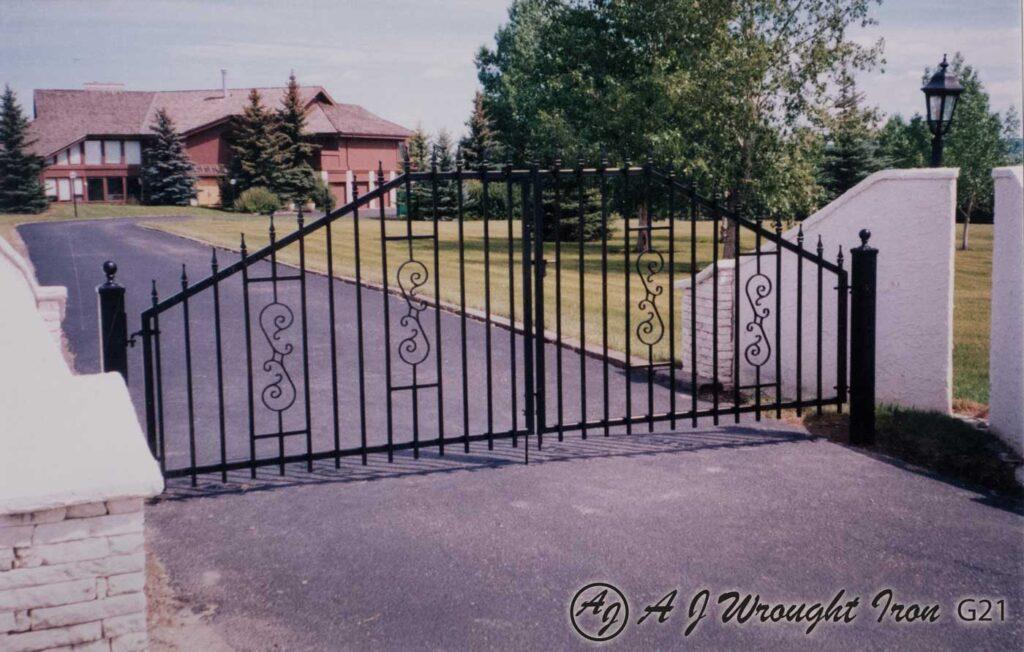 Angle Arch metal driveway gate