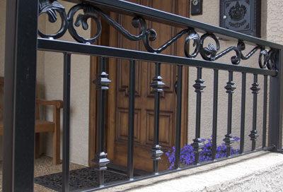 R14 iron railing